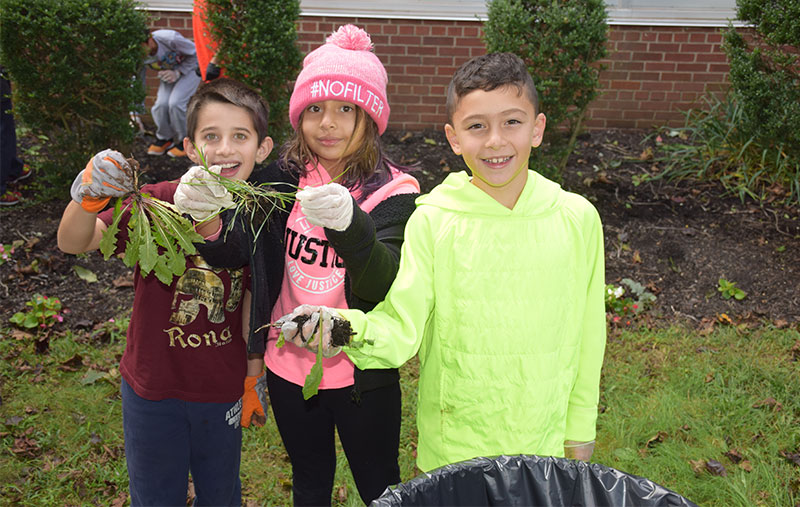 Meadowbrook Students Dig in to Fall Clean Up photo